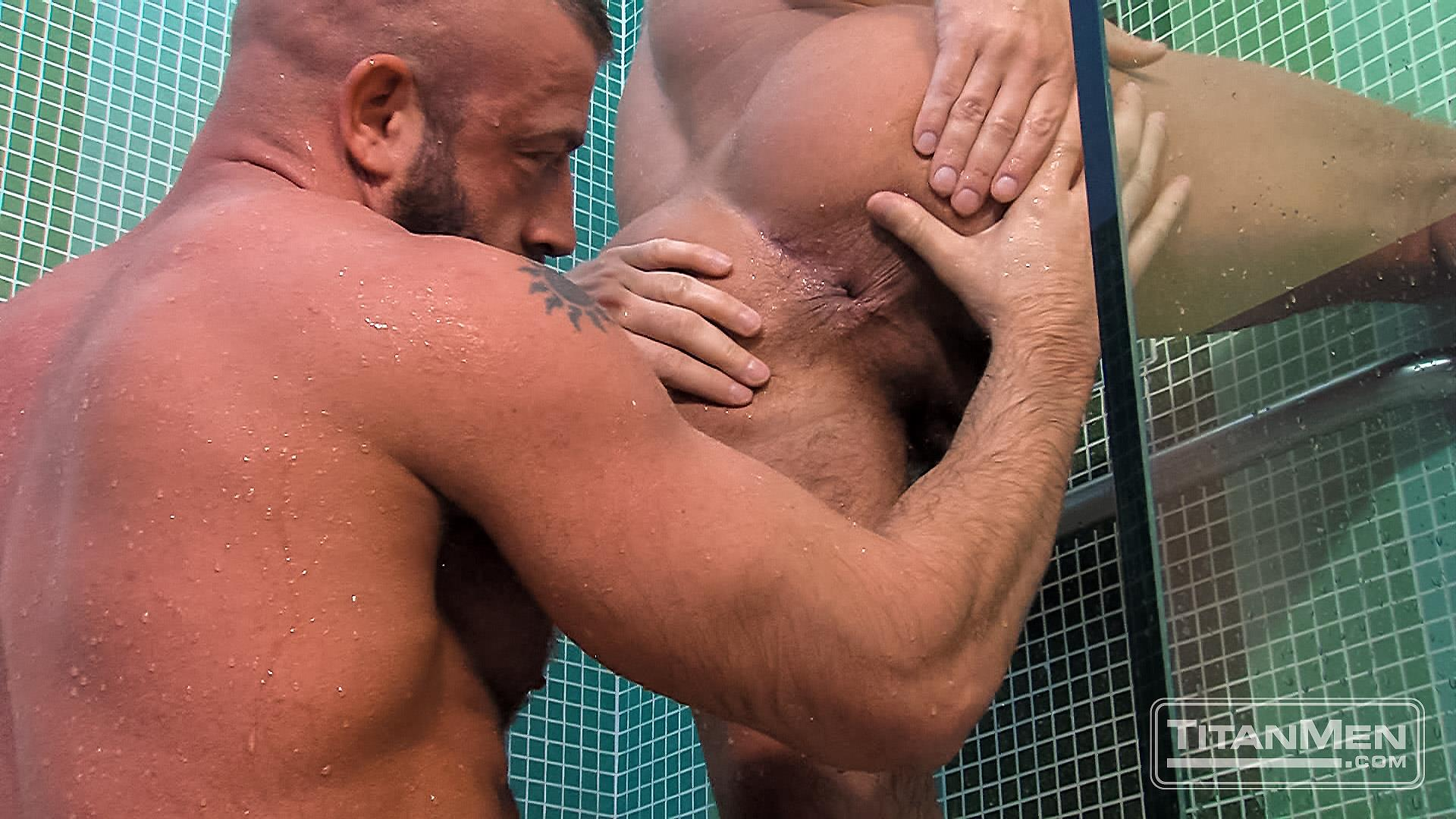 Muscled Stepdad Jizzes